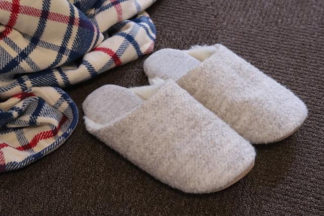オフィスや自宅での寒さ対策はどうする?おすすめの防寒グッズは?