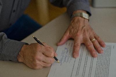労働契約書は絶対に見なくてはだめ!必要事項と書類一覧