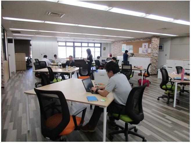メニコンのオフィス改革「フリーアドレス制」導入