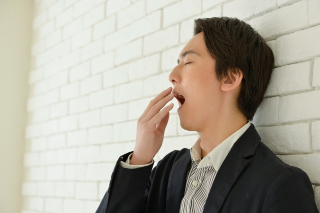 ランチを食べると眠い!午後に眠くならない方法とは?