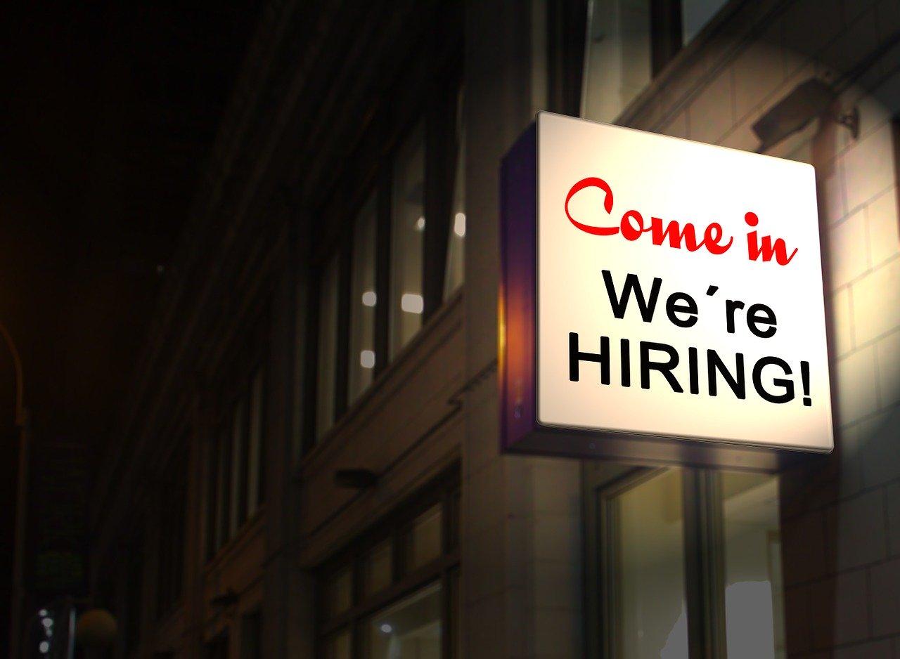 応募者数増加!給与前払いサービス導入で人手不足解消