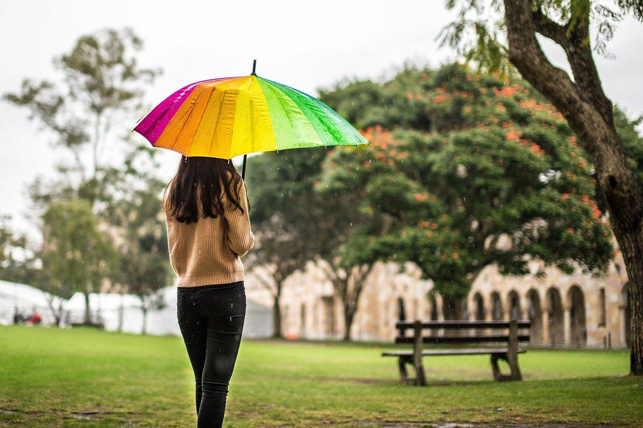 【原因は?】梅雨の時期に起こる眠気やだるさ…乗り切る方法は?