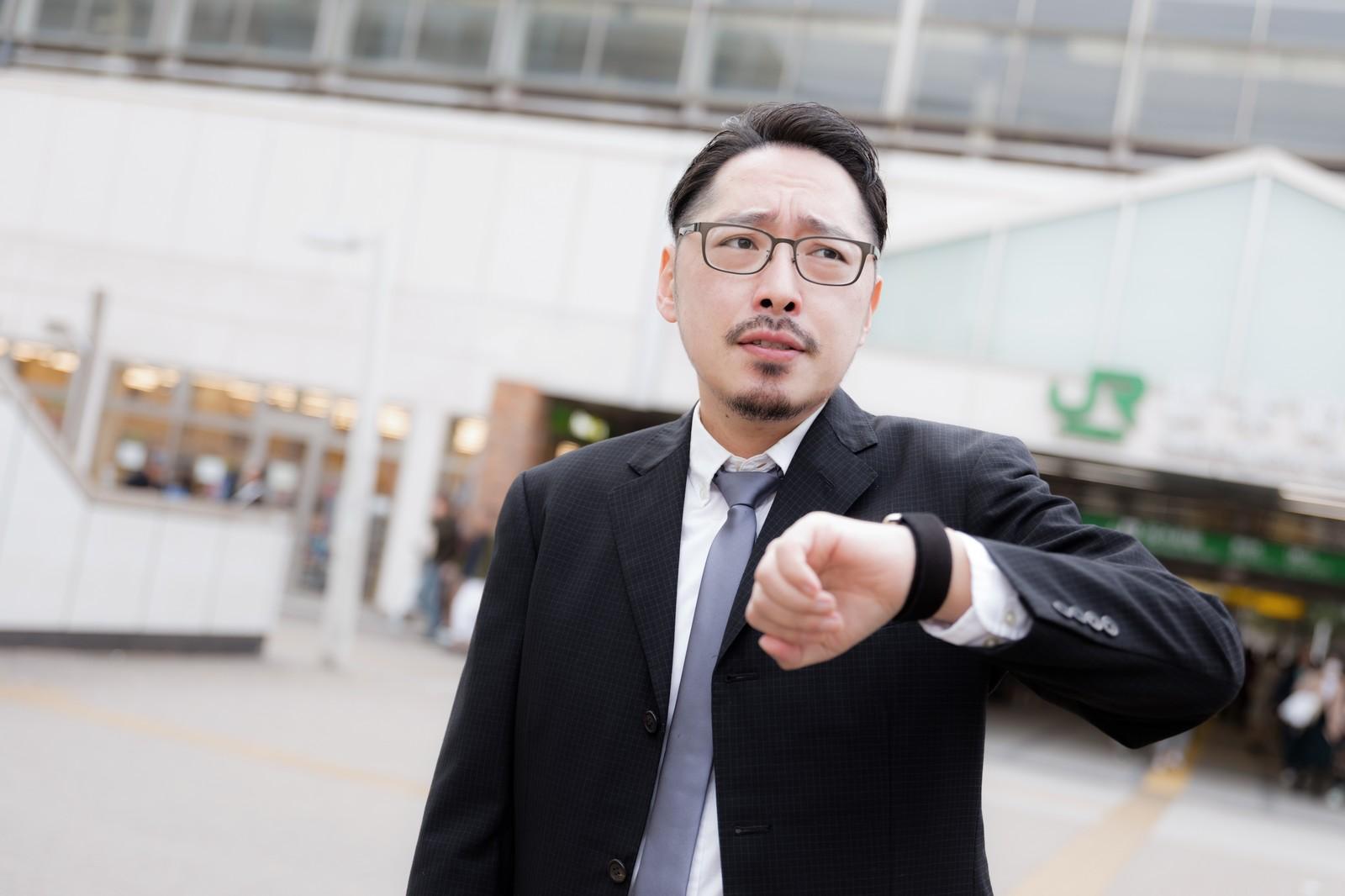 ビジネスシーンで身につける腕時計の選び方とは?